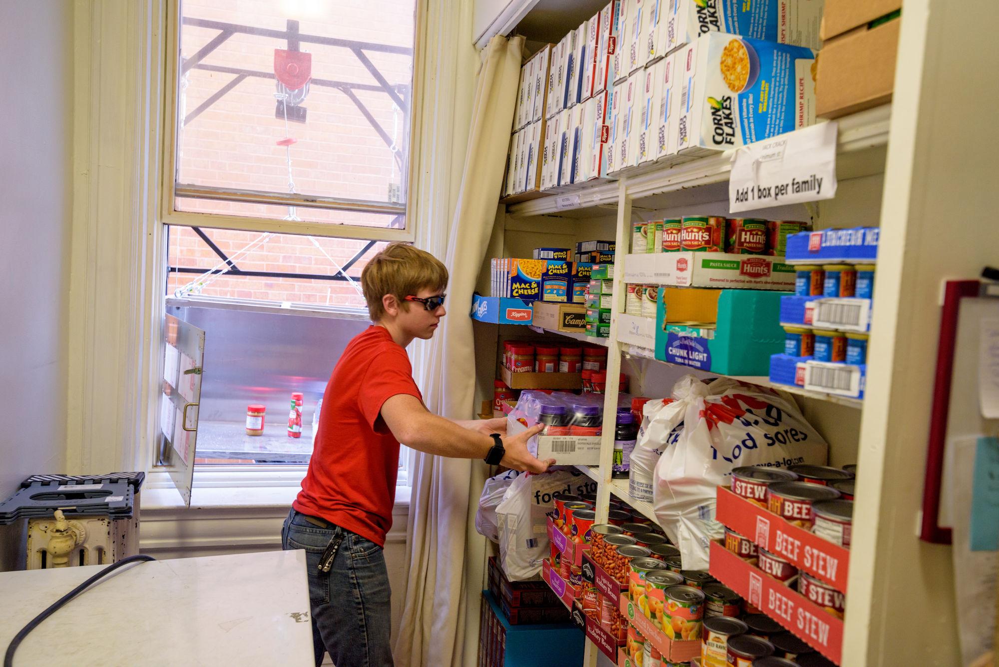 RHIT_Make_It_Happen_Food_Pantry_Lift-21035.jpg